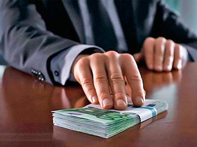 """Правоохоронці викрили чиновників """"Київзеленбуда"""" на розпилі 78 мільйонів"""